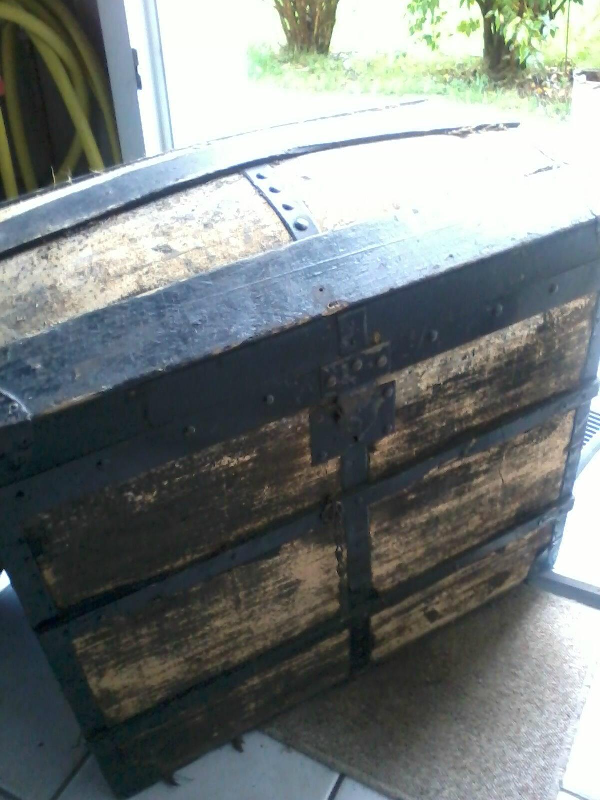 Malle Coffre En Bois Ancien prochains travaux : une ancienne malle en bois à retaper