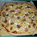 Pizza oignon, gorgonzola, mottin et noix par nicolas