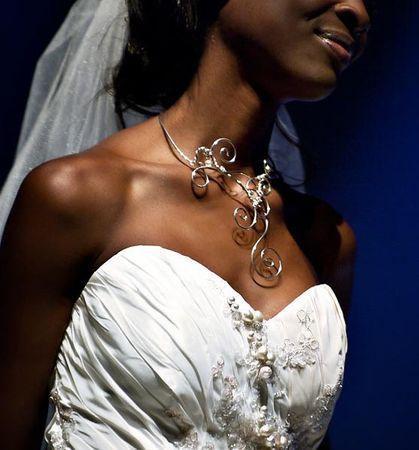 collier_mariage_volutes_rasdecou