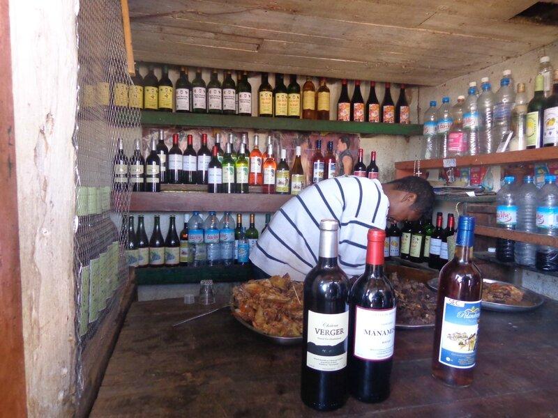 vendeur de vin malgache sur la route