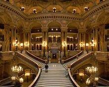 220px-Opera_Garnier_Grand_Escalier