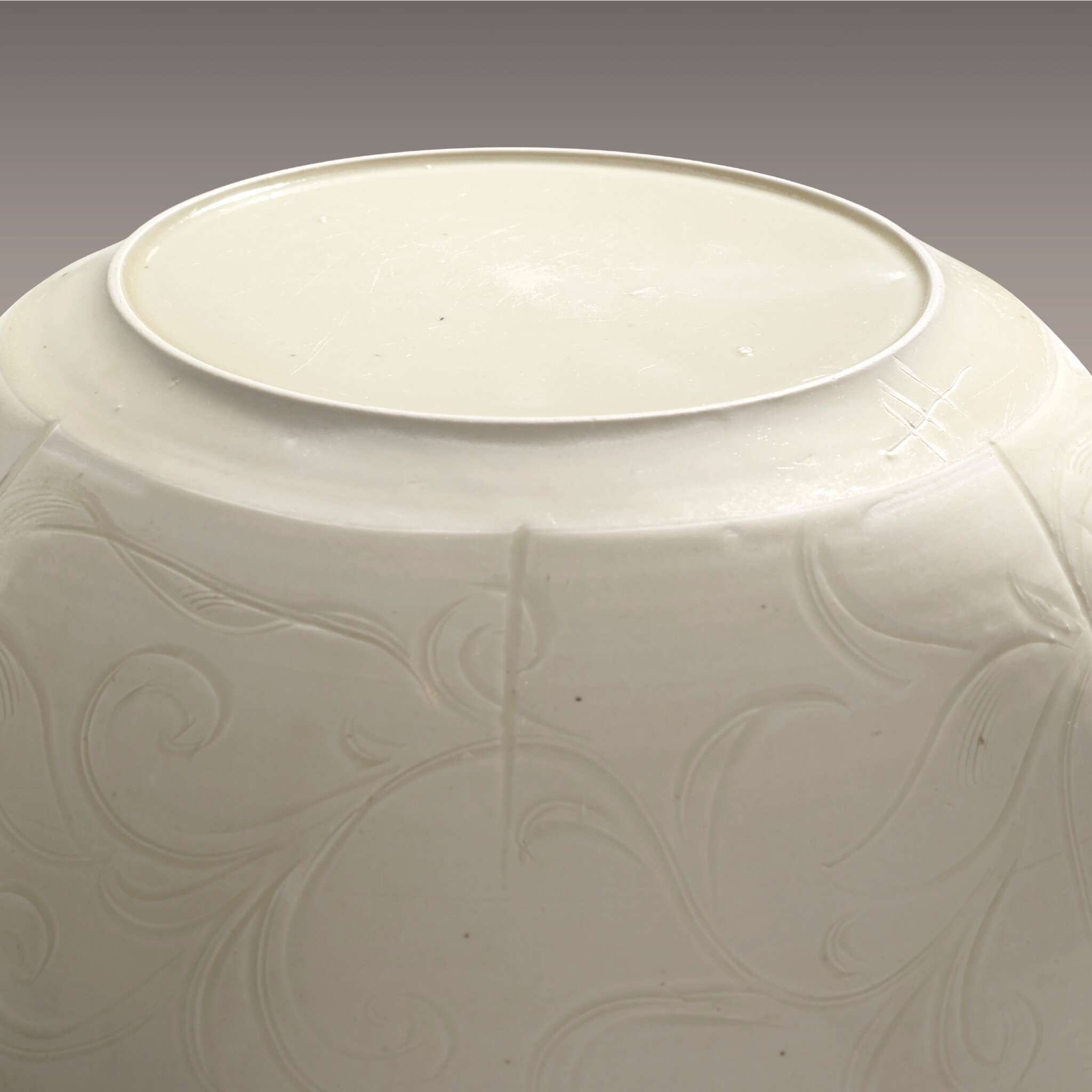 2014_HGK_03323_3212_002(a_very_rare_and_superbly_carved_large_ding_bowl_northern_song_dynasty)