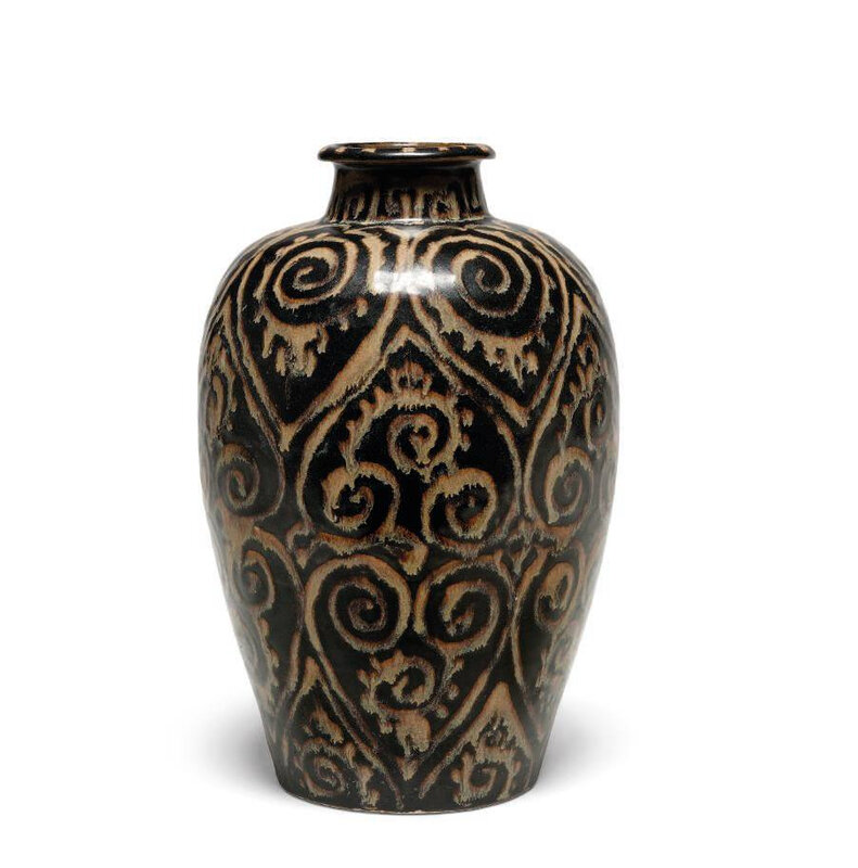 A rare Jizhou 'guri'-style vase, meiping, Song dynasty (960-1279)