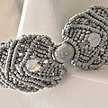 Un petit bracelet gris