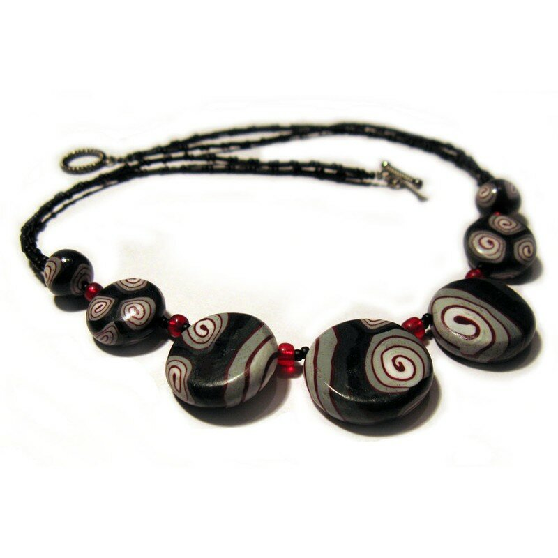 Collier spirales rouges