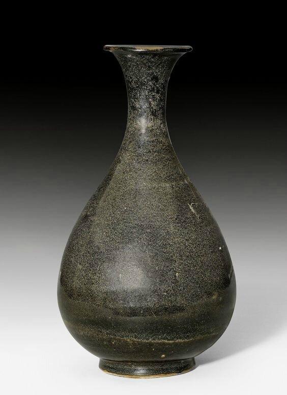 A black-glazed pear-shaped vase (yuhuchunping), China, Song dynasty