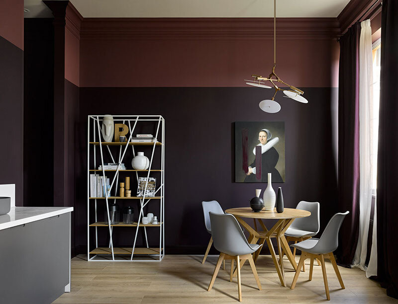 small-apartment-in-beautiful-dark-tones-in-moscow-pufikhomes-2