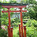 Un torii complétant ce petit aménagement paysager de style japonais ! ( 5 de 5 )