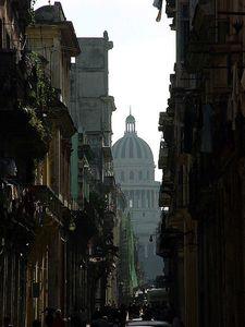 minCapitole depuis plaza vieja La Havanne Avril 2003