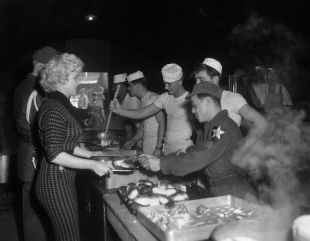 1954-02-18-korea-2nd_division-lunch-010-1a