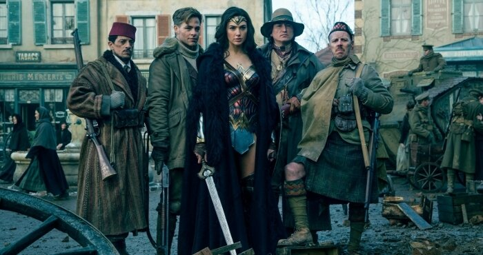 Wonder Woman-Photo Chris Pine, Eugene Brave Rock, Ewen Bremner, Gal Gadot, Saïd Taghmaoui