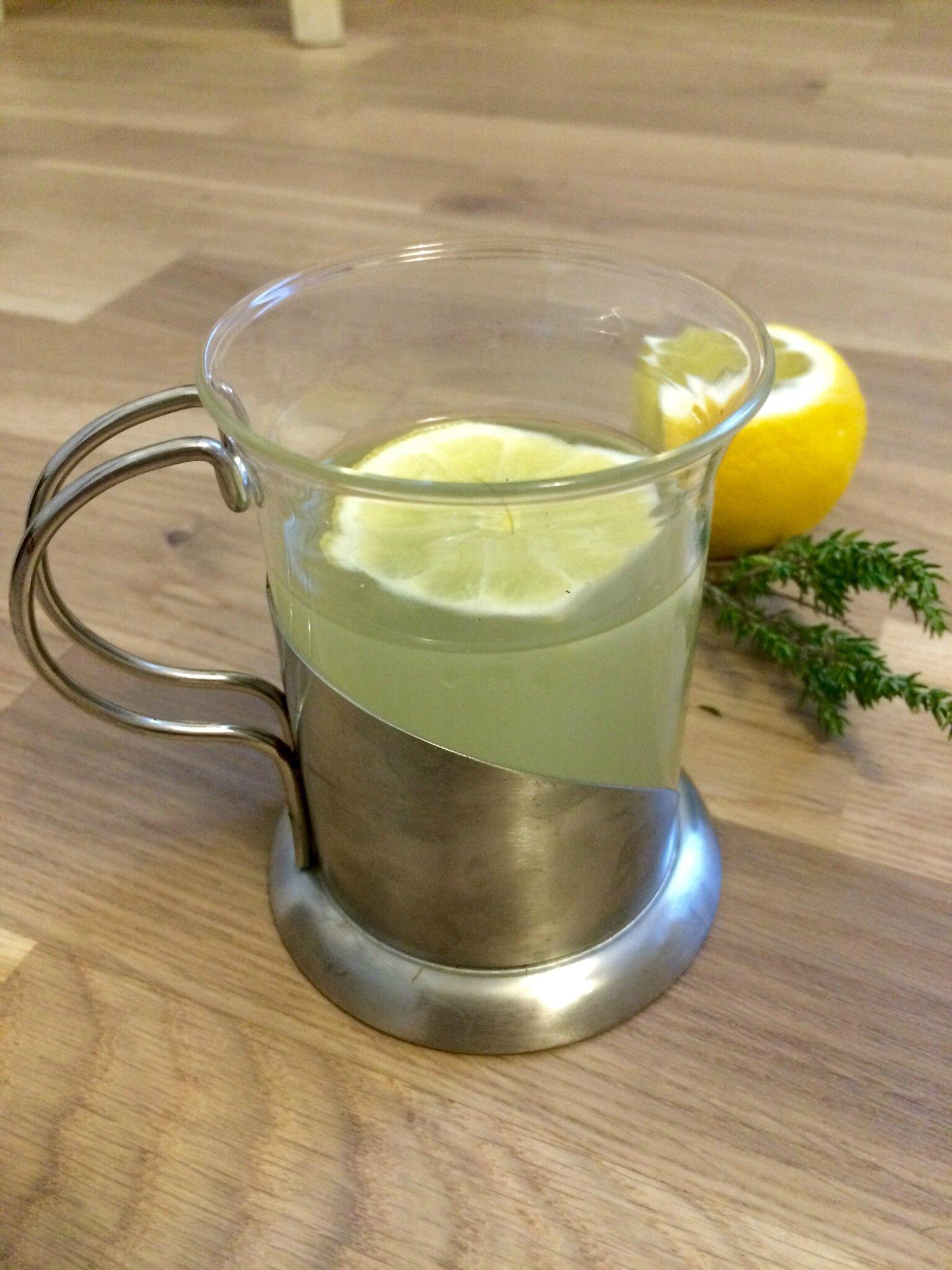 infusion au citron gingembre miel et thym quand super. Black Bedroom Furniture Sets. Home Design Ideas