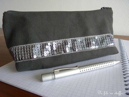 Trousse taupe