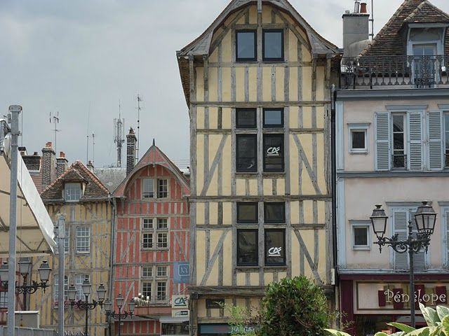 TROYES 158