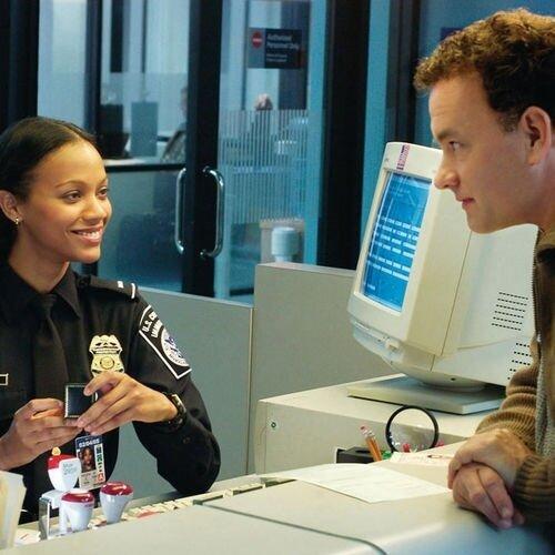 Zoe-Saldana-et-Tom-Hanks-dans-Le-Terminal_square500x500