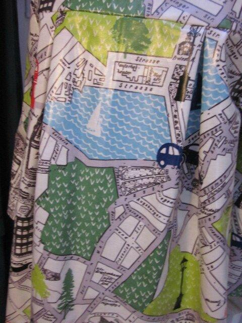 Ciré AGLAE en coton enduit imprimé bus londonnien sur fonc blanc cassé fermé par un noeud dans le même tissu (9)