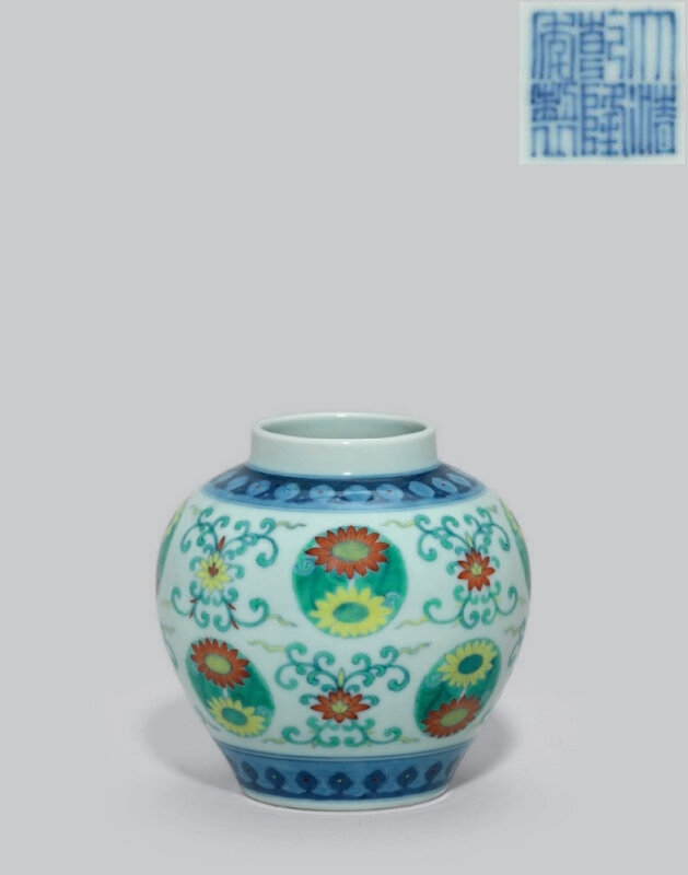 A small doucai jar, Qianlong six-character seal mark in underglaze blue and of the period (1736-1795)