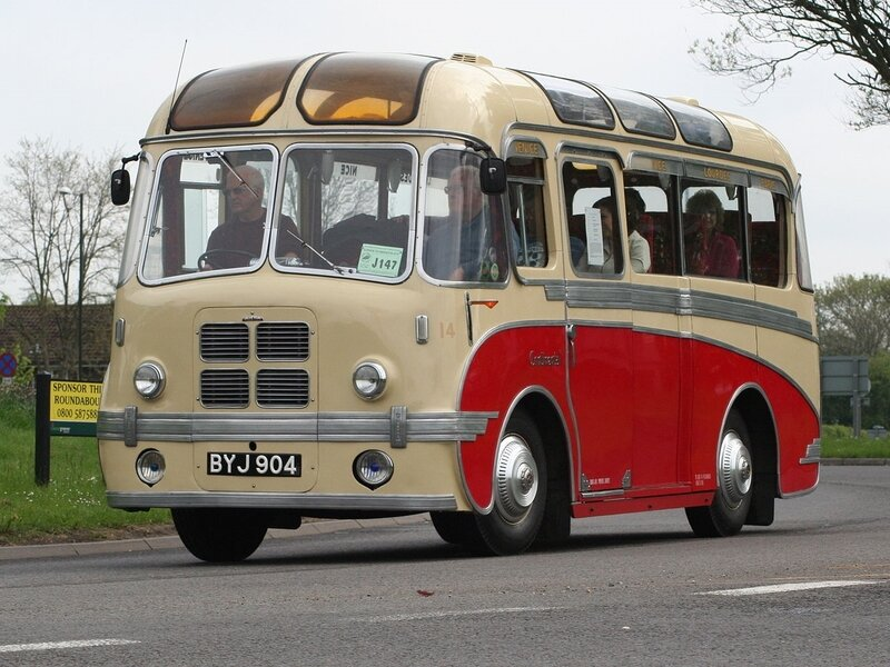 1280px-Dickson_of_Dundee_coach_14_(BYJ_904),_2006_HCVS_London_to_Brighton_run