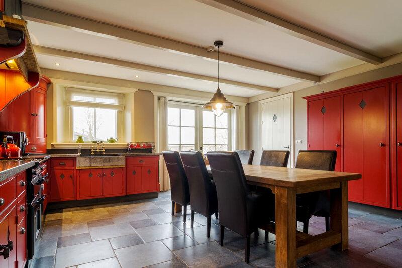 une cuisine rouge super jolie (1)