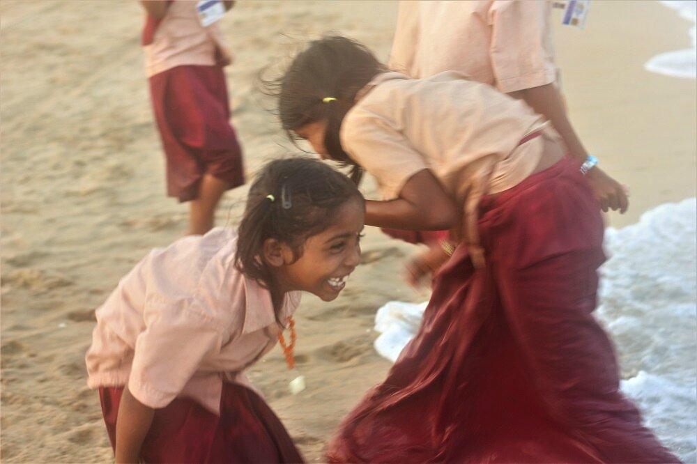 Bain de mer après l'école, Chennai, Inde - Photo ML Henry
