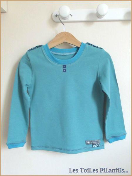 Tee-shirt vert lagon et salopette bleu1