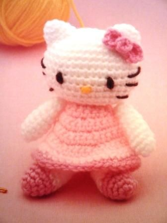 Ravelry: Puppet kitten as Hello Kitty pattern by Tutos Delphine | 448x336