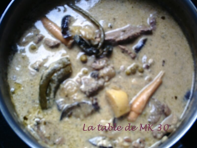 TRAVERS DE PORC CURRY VERT THAI