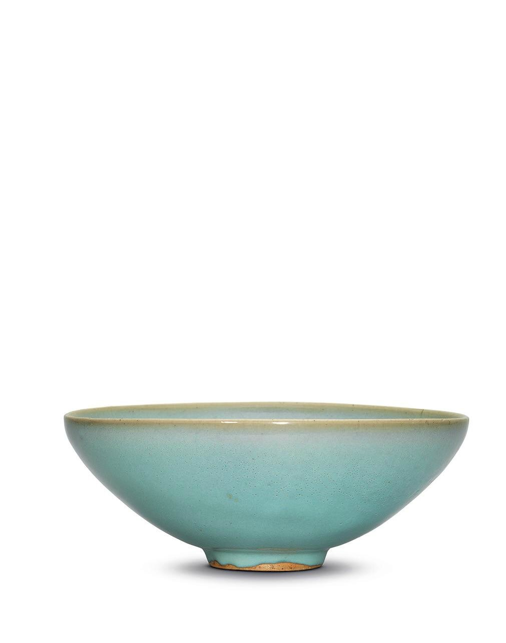 A large Jun sky-blue glazed bowl, Northern Song-Jin dynasty, 12th-13th century