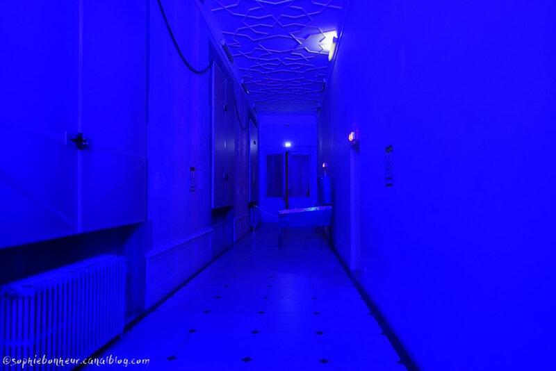 Dobré couloir bleu
