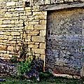 Porte forte et pierres charentaises.