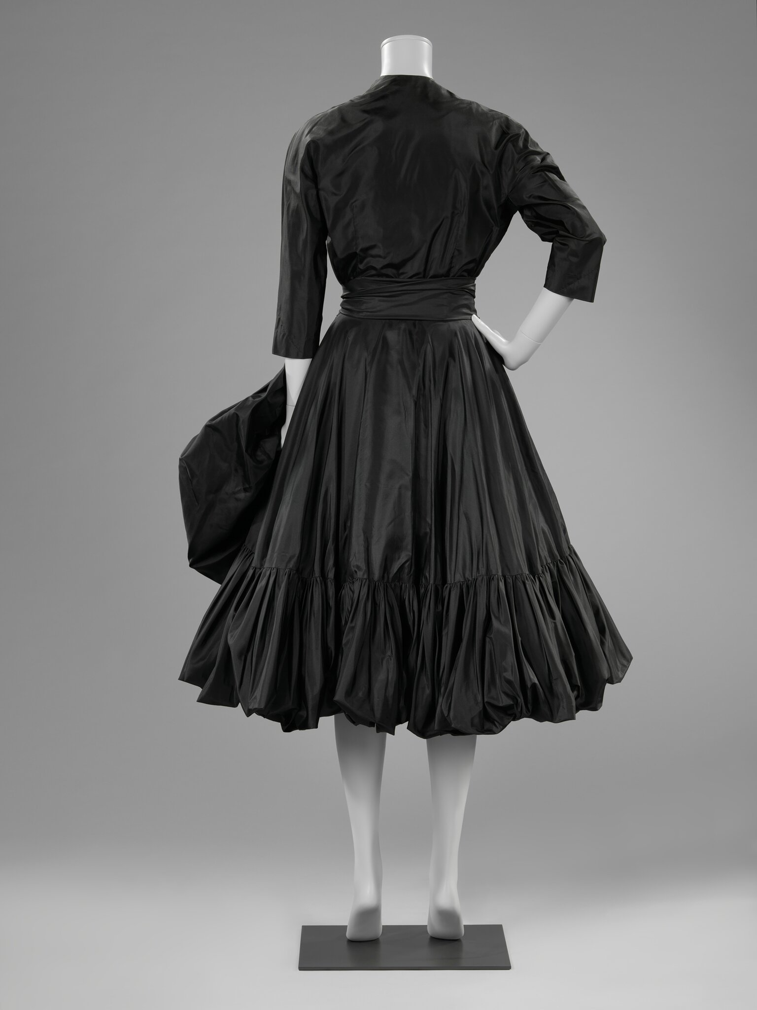 Cocktail dress, Cristóbal Balenciaga (1951-1952), back