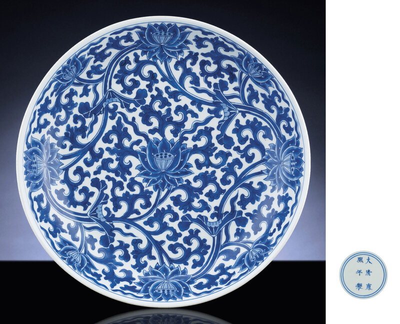 2010_HGK_02832_3197_000(a_large_blue_and_white_lotus_dish)