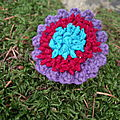 2892 : Bague brodée en organza et bord crocheté en coton