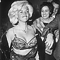 jayne-1962-06-13-rome-nightclub-by_weegee-1