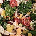 Salade fraîcheur avec des épinards et des amandes (entre autres)