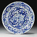 A blue and white 'dragon' dish, wanli mark and period (1573-1619)
