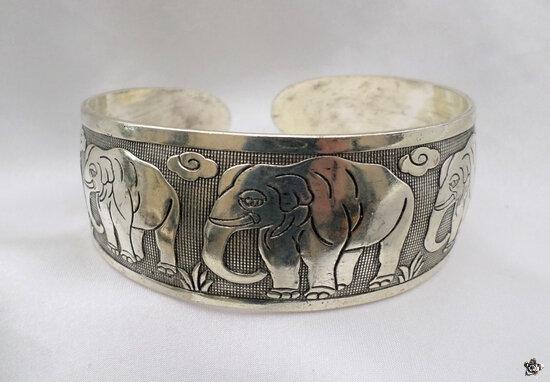 Bracelet Totem Tibétain Rigide Ouvert Gravure 5 Eléphants Nuage Argent du Tibet Ajustable