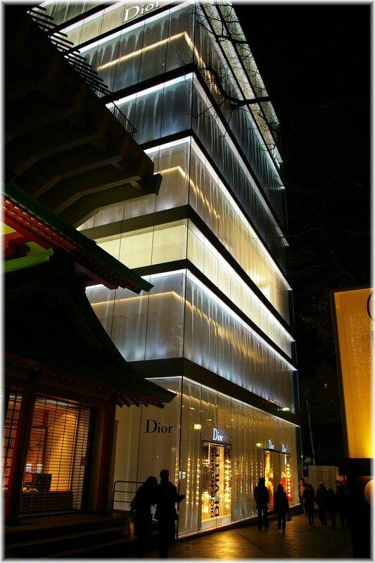 Christian_Dior_Omotesando_Building,_Tokyo