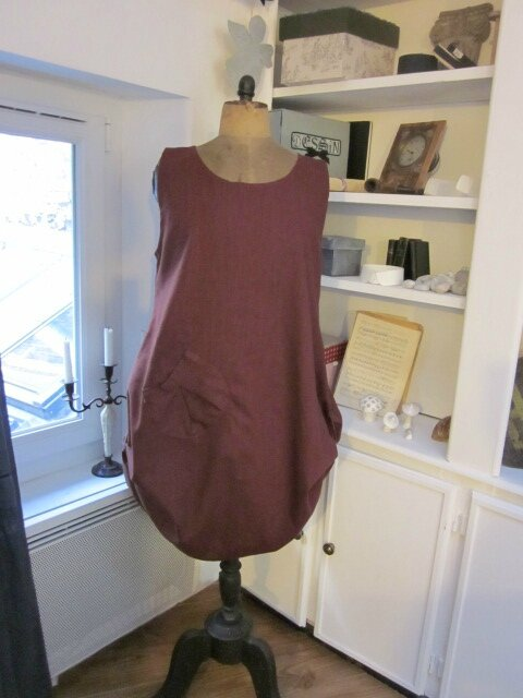 Robe CELESTE en lin bordeaux grand cru (2)