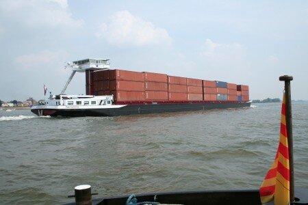 transport de containers, soit 220 camions !