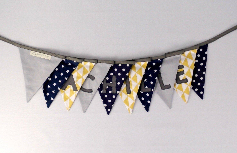Guirlande prénom Achille jaune moutarde bleu marine gris fanions personnalisé prénom enfant décoration chambre baptême