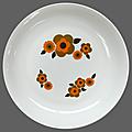 Vaisselle vintage ... assiette creuse arcopal * modèle lotus