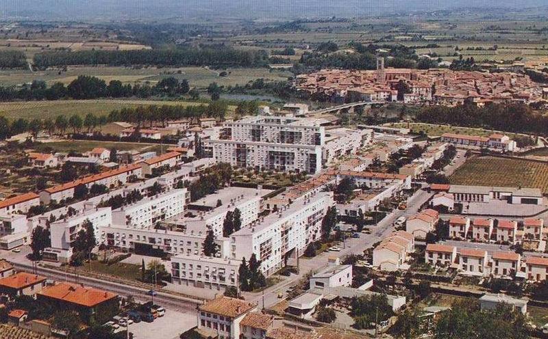 Trèbes, quartier de l'Aiguille vu du ciel années 70