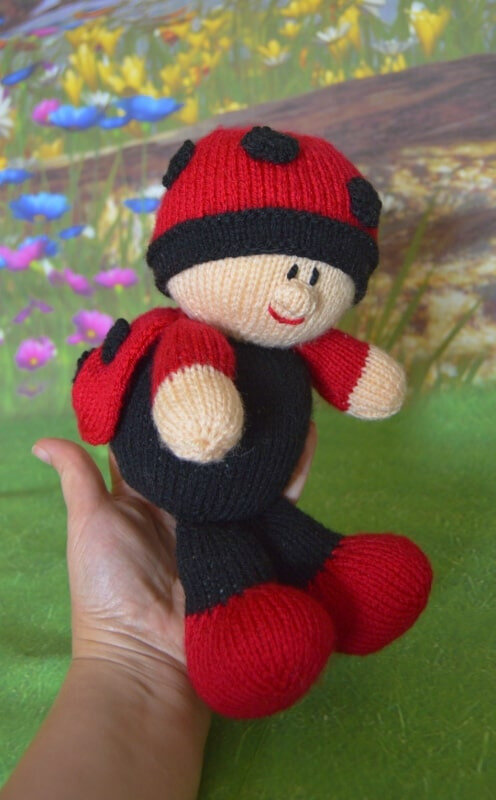 Traduction Baby Ladybird - Knitting by post