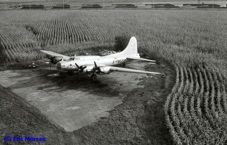 B-17 F-BGSP hélico AvantG Creil 041080 EM1