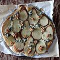 La pizza fromage et dessert : poire, roquefort, miel, noix