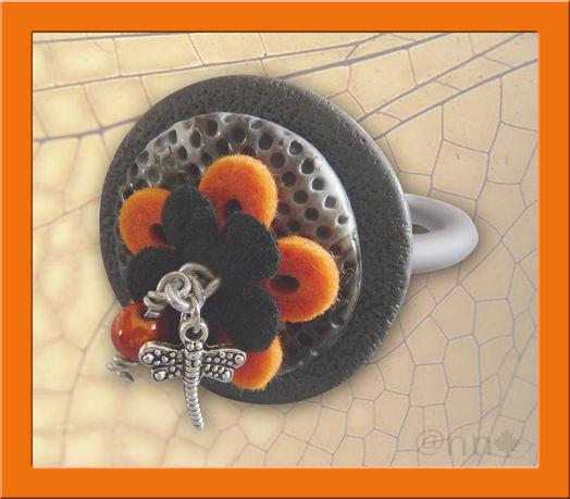 Bracelet maxi rond avec feutrine et breloques sur buna noir gris orange