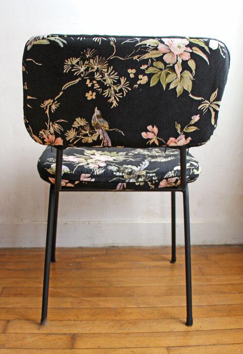 chaise-vintage-fond-noir-oiseaux-dos