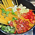 One pan spaghetti chorizo, brocolis et tomates cerises