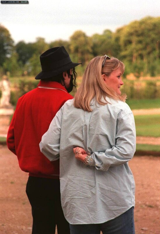 michael-jackson-and-debbie-rowe-visit-the-champ-de-bataille-castle-in-france(105)-m-1